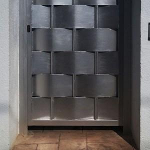 Puertas peatonales ciegas o semiciegas