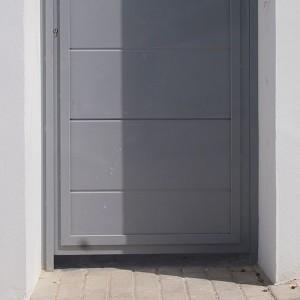 Portes peatonals cegues amb panels