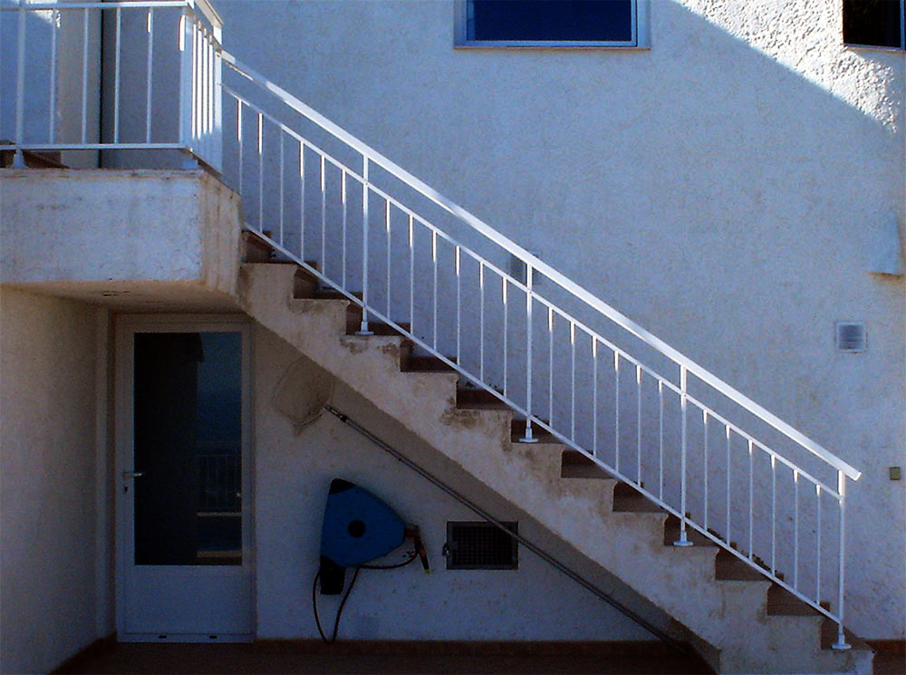 Barandillas de aluminio hechas para su hogar for La casa de las escaleras de aluminio