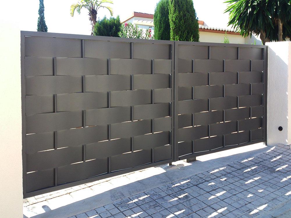 Cancelas de chapa ciega personalizadas for Puertas de chapa galvanizada