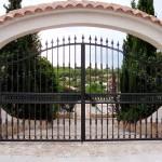 Porta de parcel·la abatible de ferro