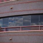 Vista de la fachada con cortina de cristal Seeglass