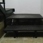 Detalle peldaño escalera de hierro