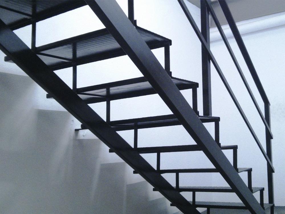Hacer escalera de hierro materiales de construcci n para for Planos de escaleras de hierro