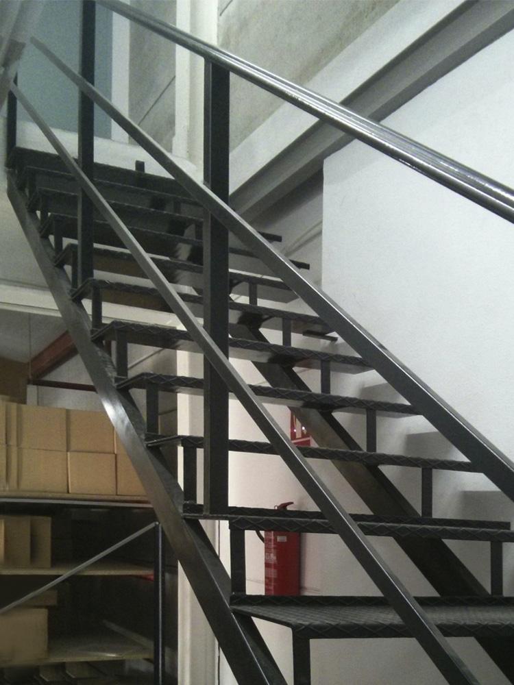 Escaleras personalizadas for Como hacer una escalera de hierro exterior