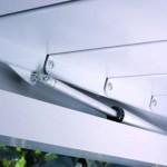 Detall de les lames tancades de la pèrgola bioclimàtica