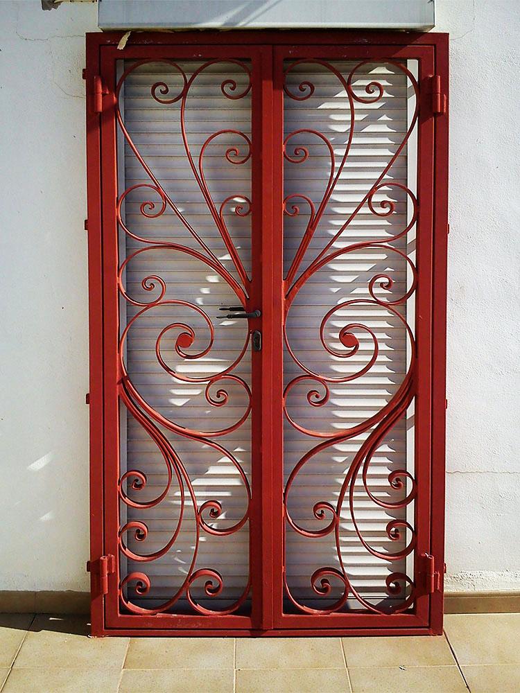 Puertas reja personalizadas for Modelos de puertas de forja