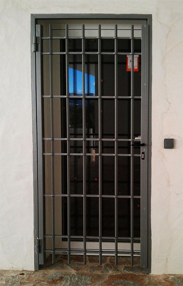Puertas de jardin de hierro gallery of y puertas de - Puertas de hierro para jardin ...
