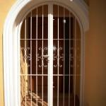 Porta reixa de ferro corba amb decoració de forja