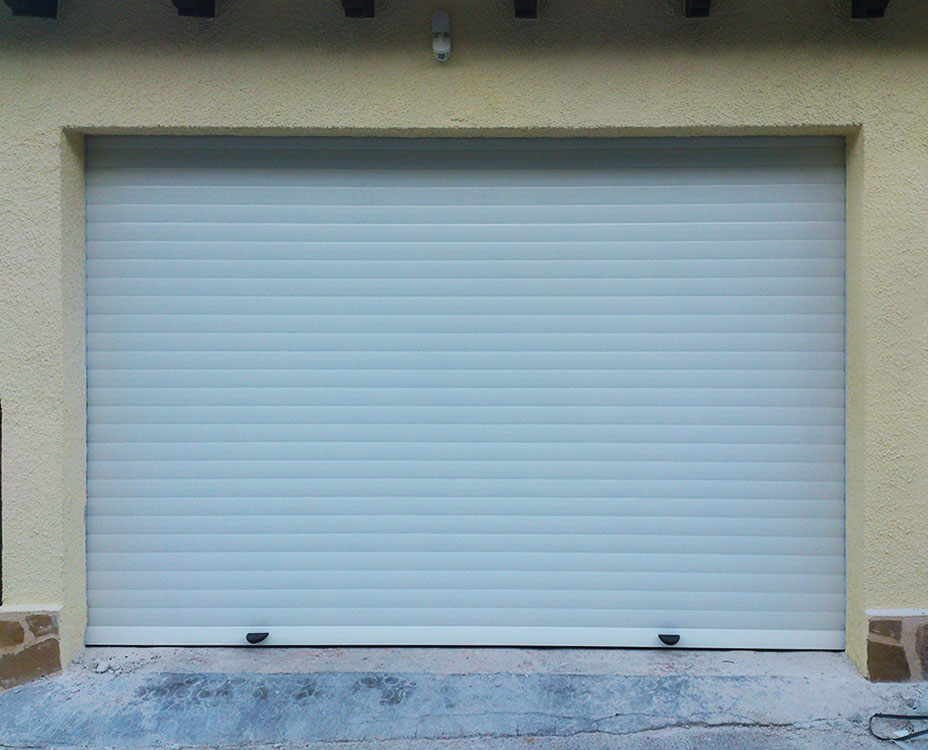Puertas enrollables de aluminio en cualquier acabado ral o for Puertas enrollables