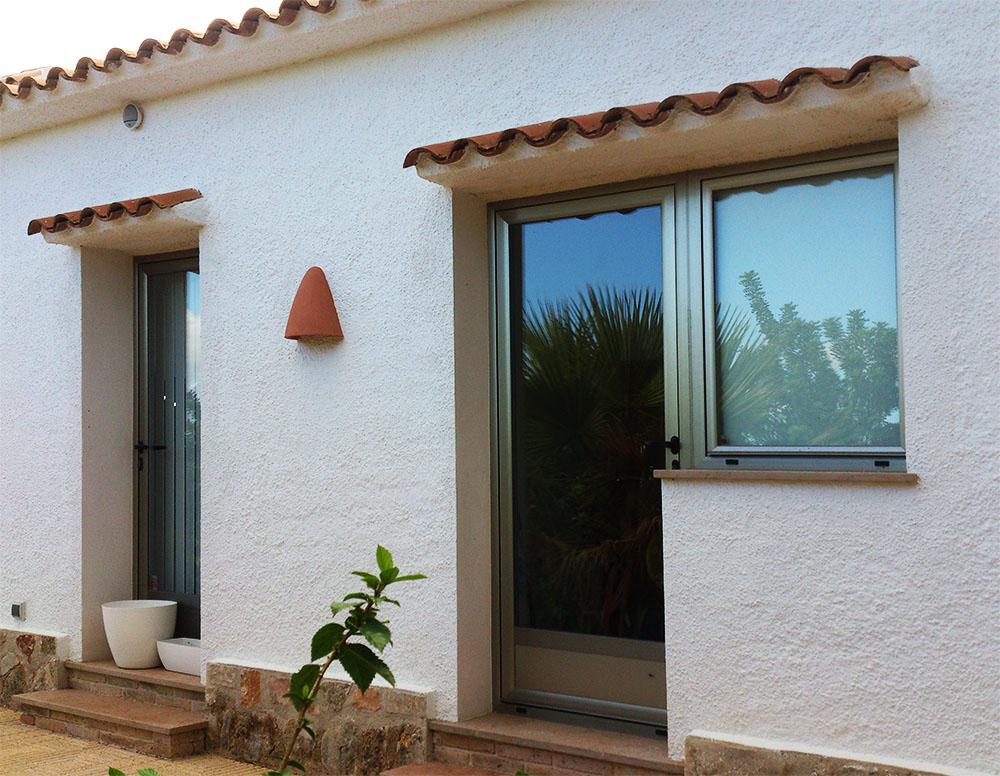 Ventanas y puertas abatibles y oscilobatientes de alta calidad - Puerta balconera aluminio ...