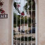 Porta peatonal de ferro corba lacat blanc