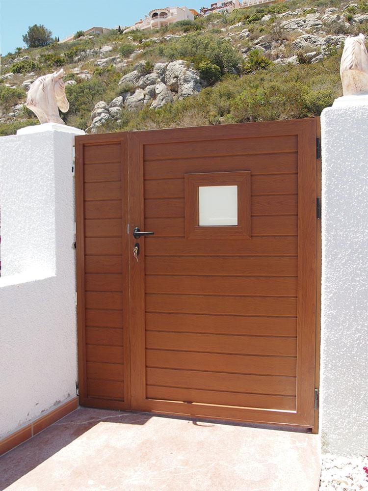 Puertas peatonales de aluminio personalizadas - Puertas de aluminio color madera ...