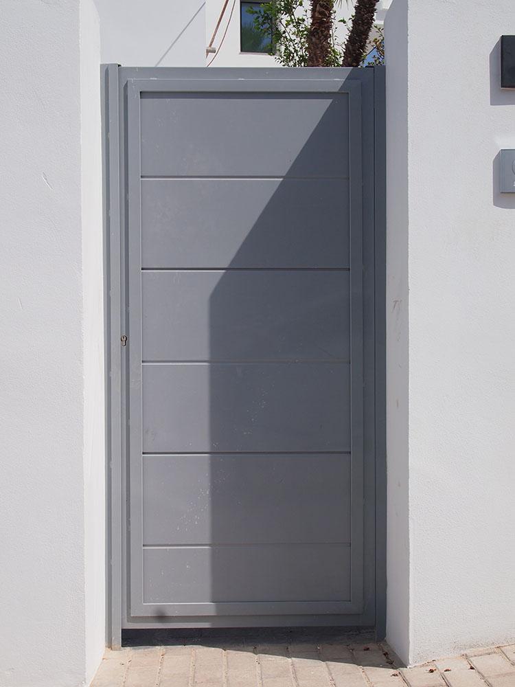 Puertas Peatonales Con Paneles Personalizadas