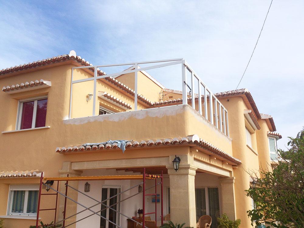 Montaje sin obra de cubierta de aluminio for Cambiar suelo terraza sin obras