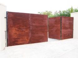 Porta de parcel·la ferro oxidat