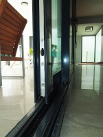 Detalle puerta corredera elevable