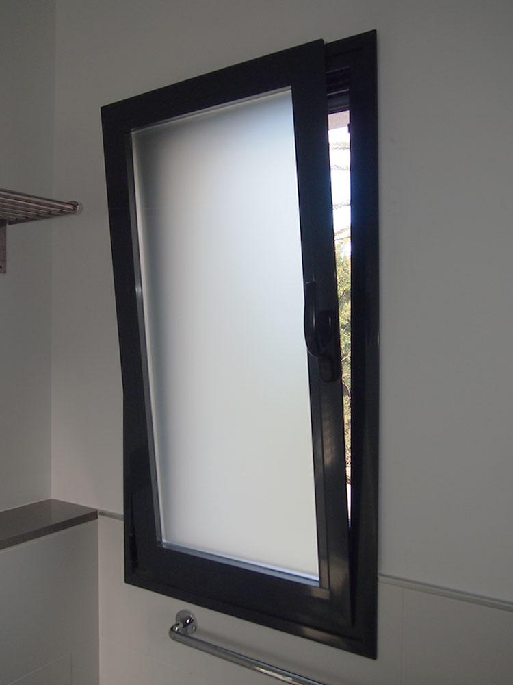 Casa bacallar casa de obra nueva con los mejores materiales for Puerta oscilobatiente