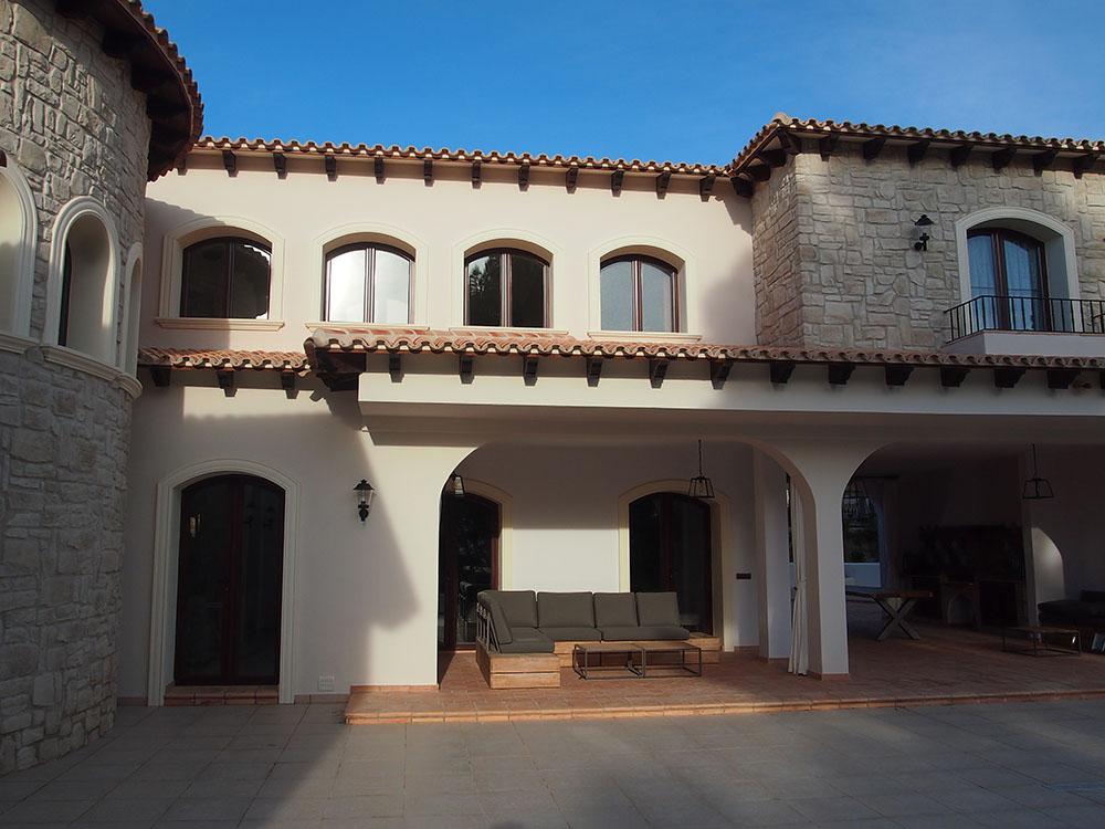 Casa unifamiliar casa andrag aluminio de calidad color for Ventanas aluminio color titanio